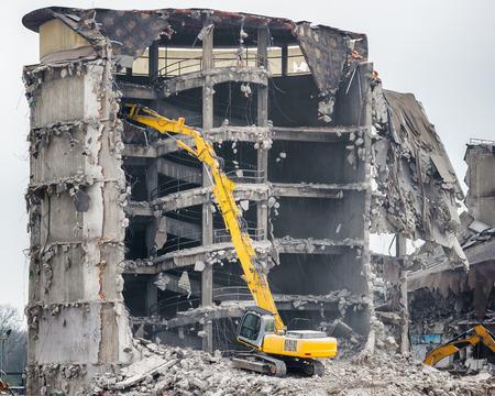 Demolición del antiguo edificio industrial Foto de archivo - 38018791