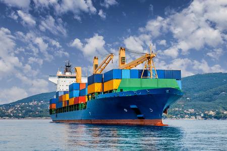 transporte: navio porta-contentores comerciante Banco de Imagens