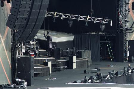 grote lege rockconcert podium