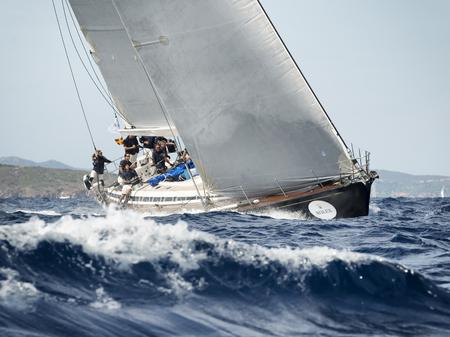 PORTO CERVO - 8. September: Team auf der Maxi Yacht Rolex Cup Segelboot-Rennen auf Sardinien im Wettbewerb, die am 8. September 2015 Porto Cervo, Italien