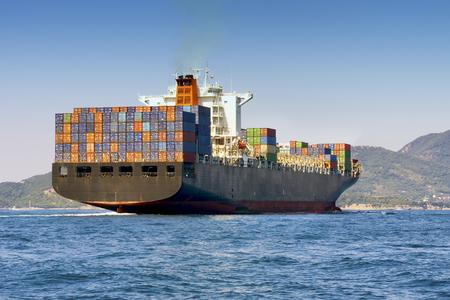 barco de contenedores de carga grande