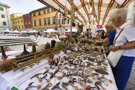 sarzana: SARZANA, ITALY - AUGUST 18, 2016: Popular market of antique and vintage objects in Sarzana, Liguria, Italy.