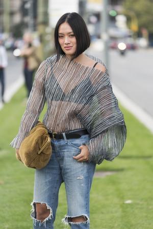 MILAN, ITALY - SEPTEMBER 23, 2017:  Fashionable girl attending Jil Sander fashion show during Milan Fashion Week Sajtókép