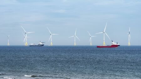 Offshore wind turbine farm on Scotland coast of Aberdeen 版權商用圖片