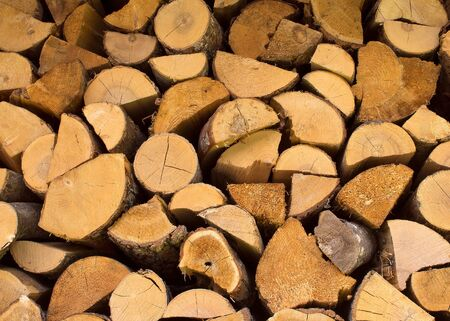 dry chopped firewood logs in a pile prepared for winter season Foto de archivo - 147561307