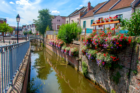 Amiens is a city in northern France, in the department of the Somme region of Picardie Imagens