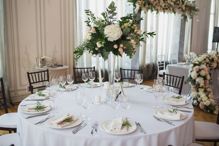 Beautiful flowers on table in wedding day 스톡 콘텐츠