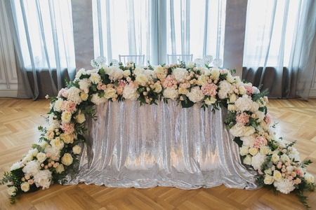Beautiful flowers on table in wedding day Фото со стока - 87633987