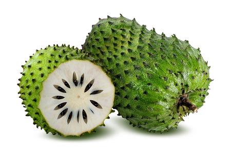 Annona muricata.Soursop Obst (Sugar Apple, Vanillepudding Apfel) isoliert auf weißem Hintergrund