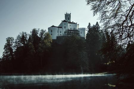 atmosfera: Antiguo castillo de Trakoscan, Croacia, atm�sfera m�stica Editorial