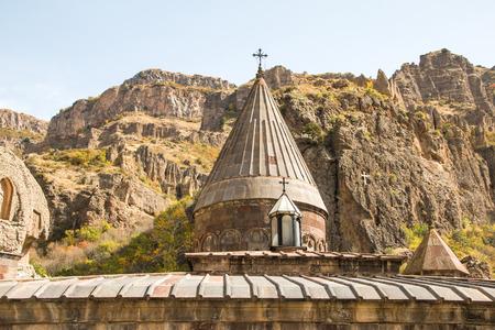 memorial cross: Cúpula de la Iglesia, Monasterio de Geghard, Armenia Foto de archivo