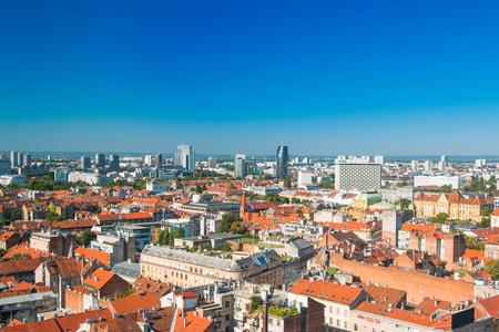 ザグレブの町と近代的なビジネス タワー パノラマ ビュー, クロアチアの首都 報道画像