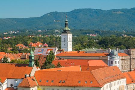 クロアチアの首都ザグレブの歴史的な上町のパノラマ ビュー 写真素材