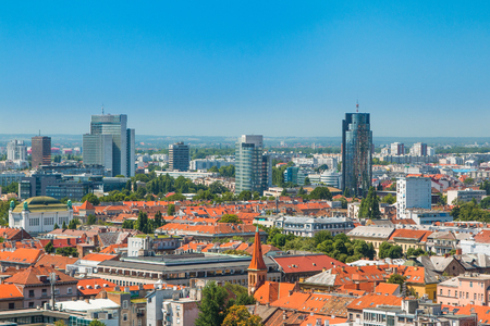 街のスカイラインと近代的なビジネスをザグレブ タワー パノラマ ビュー, クロアチアの首都