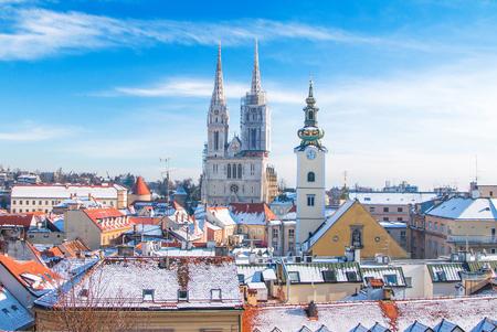 冬、ザグレブでアッパー タウン、クロアチアから大聖堂の表示 写真素材