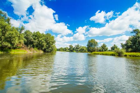 スラヴォニア、クロアチア、人気の観光地や鳥の予約で美しい自然公園コパッキリット