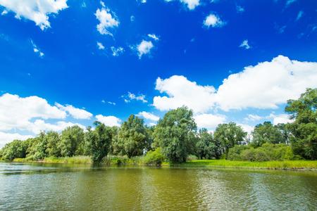 自然公園コパッキ・リットの美しい湖、スラヴォニア、クロアチア、人気の観光地や鳥の予約