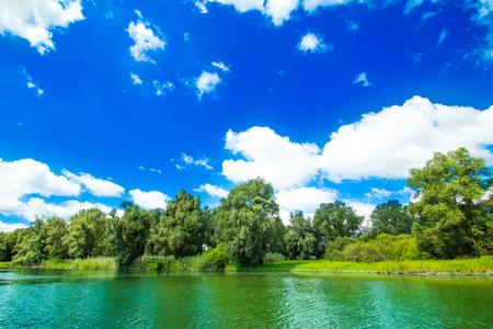 スラヴォニアの自然公園コパッキリット、クロアチア、川、木々や空、人気の観光地や鳥の予約