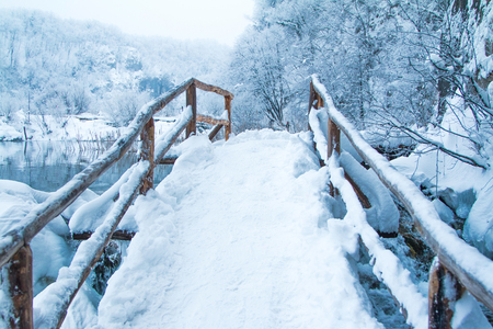 Croatia, Plitvice lakes, footpath under snow the in popular tourist destination nature park Plitvicka jezera in winter Stock Photo