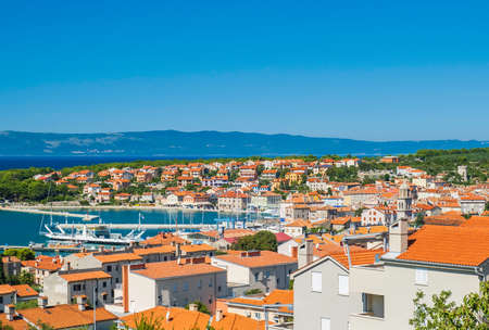 Panoramic view of town of Cres on the island of Cres in Croatia, beautiful Adriatic seascape 免版税图像