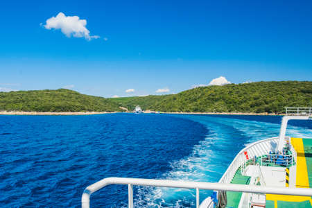 Ferry boat trail on Adriatic sea between islands of Cres and Krk in Croatia 免版税图像