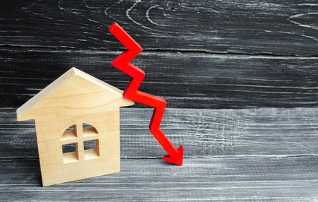 a decline in property prices. population decline. falling interest on the mortgage. reduction in demand for the purchase of housing. low energy efficiency, low prices for public utilities. arrow down. Foto de archivo - 106365762