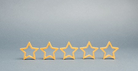 Five stars on a gray background. The concept of the best housing, luxury apartments VIP class. The best service and universal recognition, a high evaluation. Success. Feedback Imagens