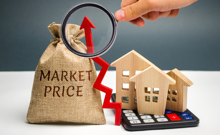 Money bag with the word Market price and an up arrow with a calculator and wooden houses. The concept of increasing housing prices. Rising rent. Real estate market growth Stock Photo
