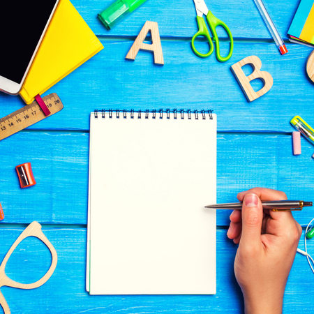 school concept, accessories. the schoolboy points to a notepad. new ideas, homework solution. back to school. place for text. copyspace Banco de Imagens