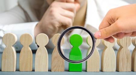 The leader chooses the person in the the team. Talented worker. Hiring staff. Employee search. Promote. Human Resource Management. Choosing a new leader in the team. Dismissal. Successful choice. Banco de Imagens