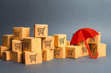 Many cardboard boxes with drawing of shopping carts and umbrella. Standard-Bild