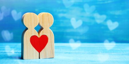A couple in love and a heart between them. The concept of love and sympathy between two people. Meeting the love of all life. Human happiness. Dating. Declaration of Love. Valentine's Day. Minimalism Standard-Bild