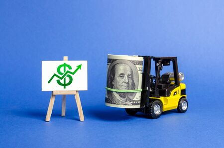 Yellow Forklift truck carries a big bundle of dollars and green up arrow. Growth of income and profit. progress of industrial and logistics industries, wage growth, Economic reforms, emerging markets Archivio Fotografico