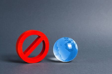Red prohibition symbol NO and planet earth glass ball. Prohibitions, obstacles and censorship, opponents of globalization and isolationism. Environmental protection, moratorium. concept of denial Stockfoto