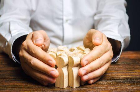 Headhunter auf der Suche nach neuen Mitarbeitern. Personalmanagement. Personaleinstellung. Gewinnung hochqualifizierter Top-Manager und enger Spezialisten Aktive Suche nach Kandidaten. Allgemeine Einstellung