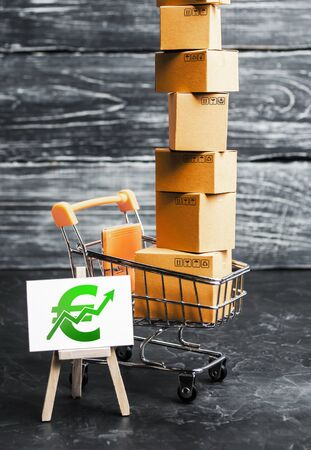 Trading car with boxes and an easel with a green euro symbol. Positive trend. Advertising sale, marketing. Business strategy analysis. Shopping online. Growth and prosperity of the economy, surplus. Stok Fotoğraf