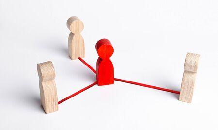 Vermittler zwischen zwei Personengruppen. Politische Verhandlungen und Diplomatie. Kommen Sie zu Kompromissen. Geschäft. Auflösung Konflikt, Streit. Mediation, Korruptionsprogramme und Unternehmensvermittler Standard-Bild