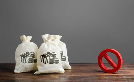 Money bags and red prohibition sign no. Restrictions on the export of capital, Economic pressure and sanctions. Lack of investment and inflow of finance. Regulatory laws in the financial sector. Stock Photo