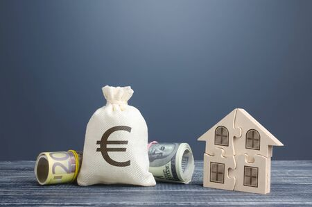 Euro money bag and puzzle house. Housing cooperative membership. State social programs. Mortgage loan on purchase, building maintenance and utility services costs. Taxation. Property valuation Banque d'images