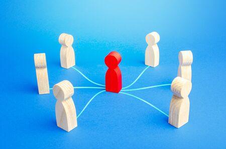 A mediator performs communication between different people. Mediation. Trust relationships, safe business deal. Broker, realtor. Political diplomatic negotiations. Leader controls the team. Standard-Bild