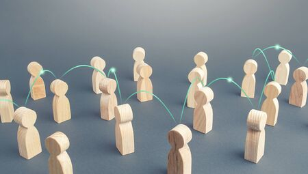 A chain of people connected by lines in a crowd. Transmission of news information and rumors spread. Social science relationships. Teamwork. Cooperation and collaboration. Distribution and expansion Standard-Bild