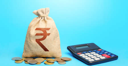 Indian rupee money bag and calculator. Accounting concept. Analysis of loan selection. Income and expenses. Calculation of damage and insurance payments. Summing up the financial results. Budgeting. Stockfoto