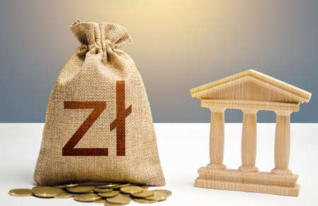 Polish zloty money bag and bank / government building. Budgeting, national financial system. Resource allocation. Support businesses in crisis. Lending loans, placing deposits. Monetary policy. Фото со стока