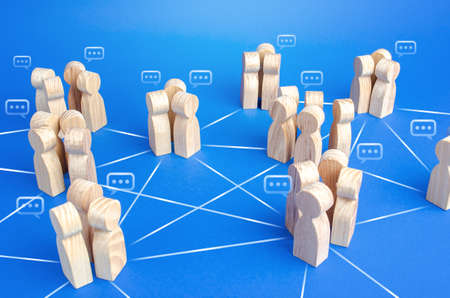 Communicating groups of people are connected by lines. A company with a modified hierarchical system for the distribution of duties and responsibilities. Effective flexible decision making system Stockfoto - 159020449