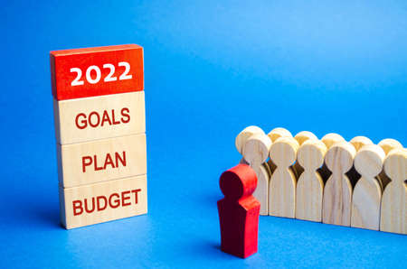 Wooden blocks with the words 2022, goals, plan, budget and team of workers. Planning, plans and tasks. New business ideas. Setting goal, target. Motivation, inspiration. Financial management Foto de archivo