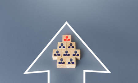 Business team group of people made of blocks in the direction arrow. Teamwork. Formation of an organized group for the cooperative achievement of the goal. Follow the planned development vector. Banque d'images