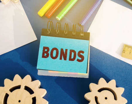 Notes with the word Bonds. A bond is a security that indicates that the investor has provided a loan to the issuer. Equivalent loan. Unsecured and secured bonds. Archivio Fotografico - 167072143