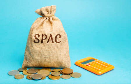 Money bag with the word SPAC - Special purpose acquisition company. Simplified listing of company, merger bypassing stock exchange IPO. Assessment of benefits and risks of investments Archivio Fotografico