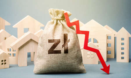 City residential buildings and polish zloty money bag with a red down arrow. The concept of low cost real estate. Lower mortgage interest rates. Falling prices for rental housing and apartments. Archivio Fotografico