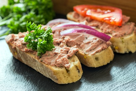 canard: Bread with meat mousse